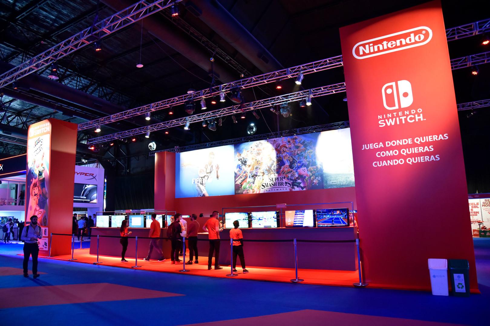 Preparando todo: el stand de Nintendo, en la parte central de AGS