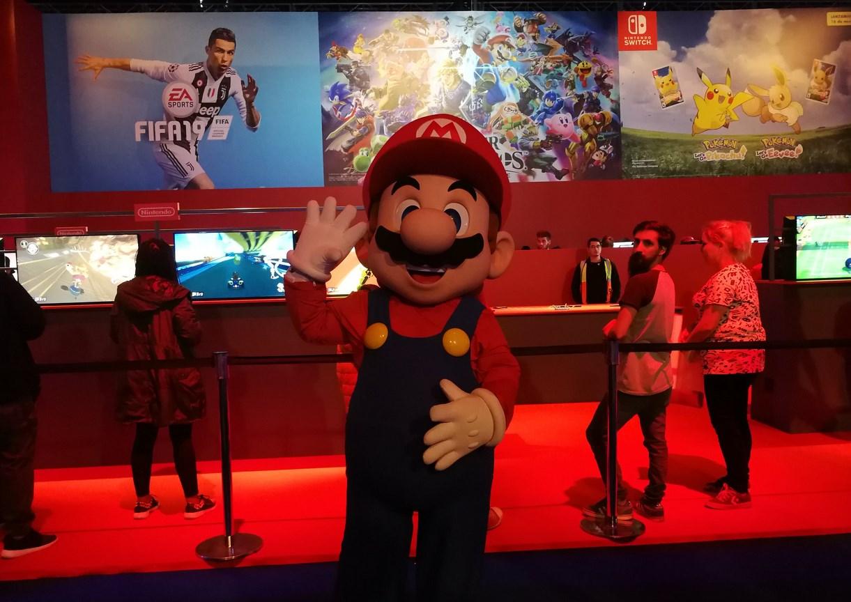 Mario visitó el enorme booth de Nintendo