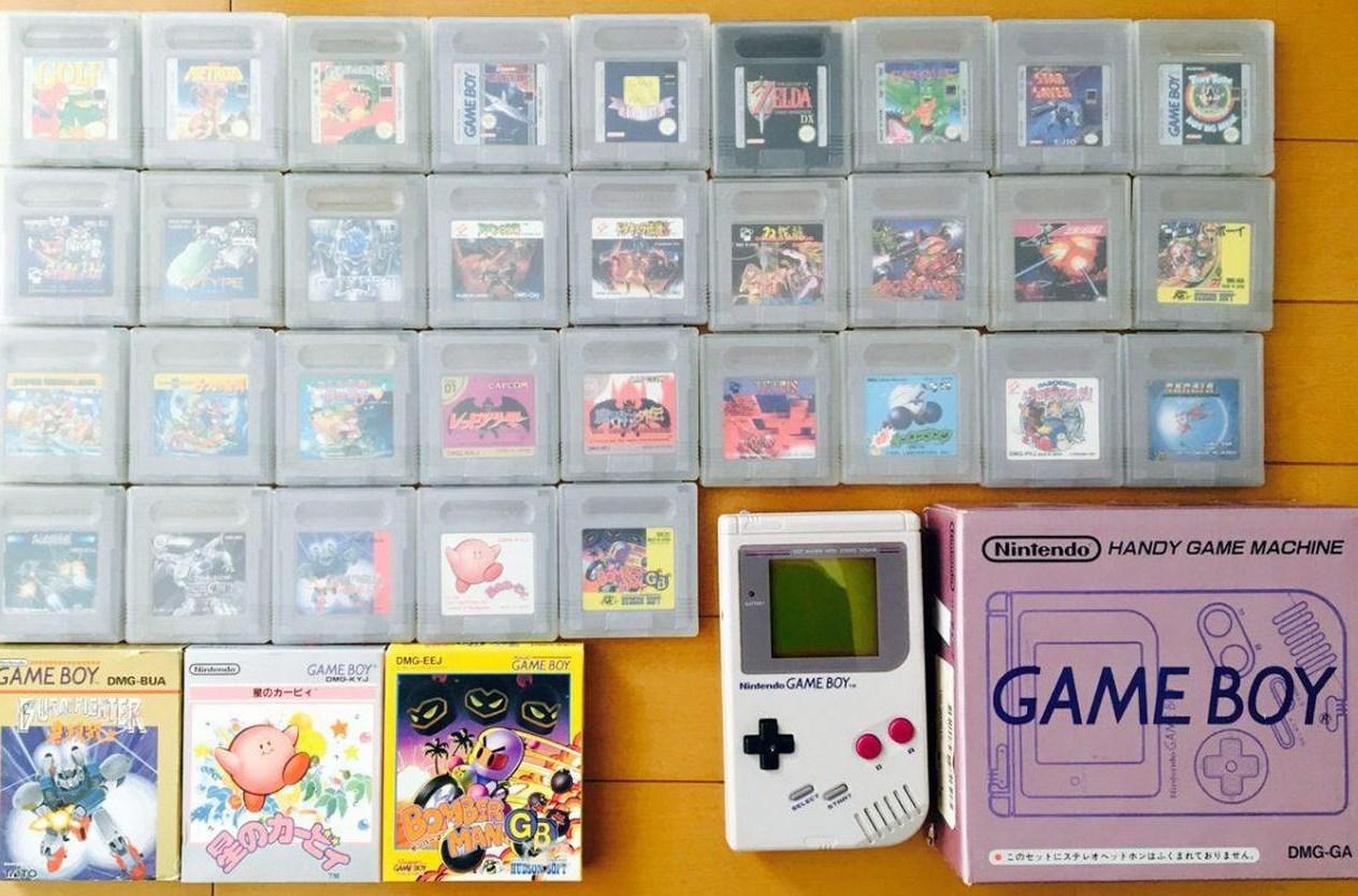 GAme Boy: versión japonesa (así era su caja) y cartuchos originales