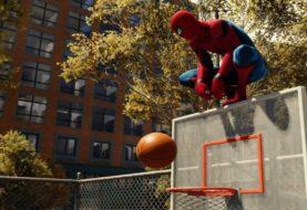 Un jugador se la pasó horas y horas para poder hacer algo distinto con Spider Man en PS4: jugar al básquet