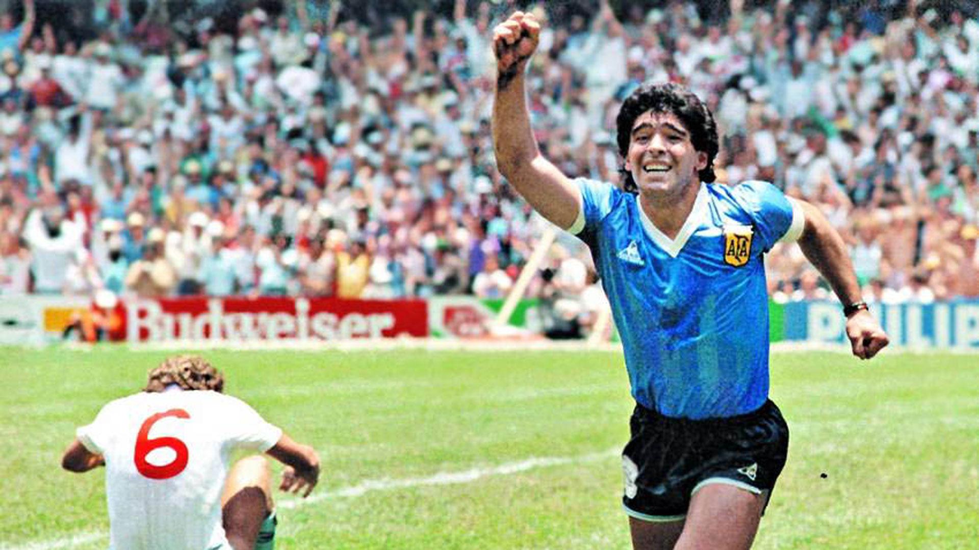 """La recreación de """"El gol del siglo"""" de Diego Maradona"""